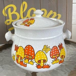 Sealy Stonewear Ceramic Merry Mushroom Fondue Pot
